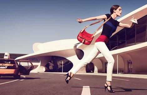 Imagen promocional de la colección primavera 2013 de Longchamp