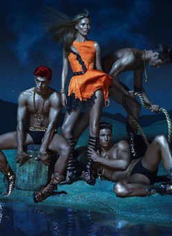 Kate Moss, Daria Werbowy y Joan Smalls presentan la primavera 2013 de Versace