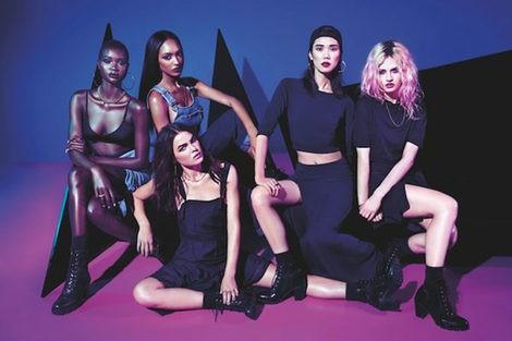 Foto grupal de las modelos y diseños de Rihanna x River Island