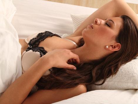 Dormir con o sin sujetador
