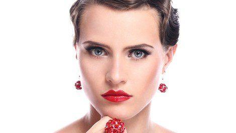 ¿El toque para redondear tu look? Los labios rojos