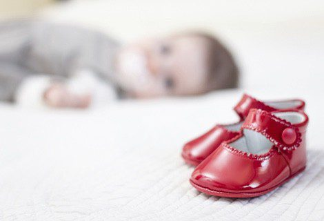 No es recomendable heredar el calzado de bebé
