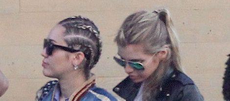 Stella Maxwell con Miley Cyrus en Nueva York