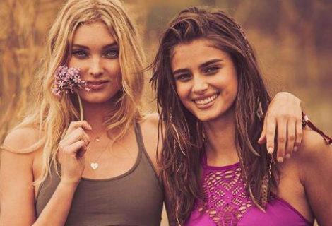 Elsa Hosk y Taylor Hill posando con modelos inspirados en el festival de Coachella