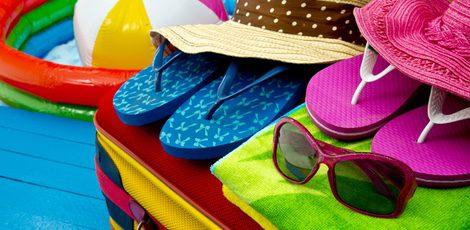 Toalla, bikini, chanclas, crema, ¿qué más necesitamos?