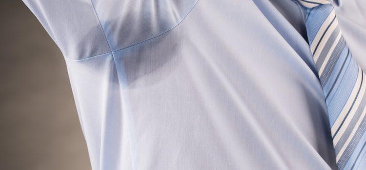 Evita las prendas que potencien la sudoración