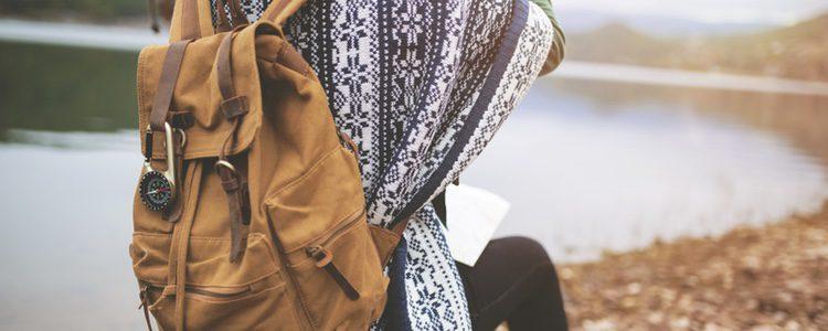 Mochila marrón, cómoda y perfecta para hacer turismo