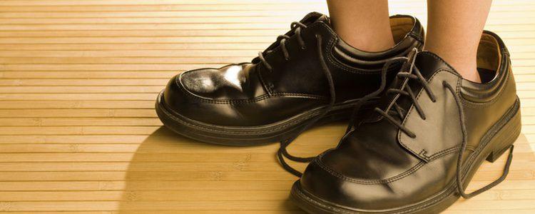 Dependiendo de la escuela de tu hijo, tendrá que llevar zapatos formales o no