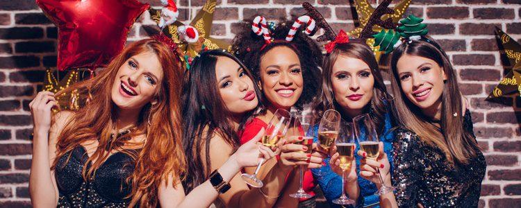 Hazte con una diadema navideña para dar diversión al look