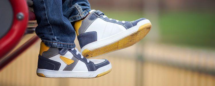 Las zapatillas deportivas son el mejor calzado para los niños