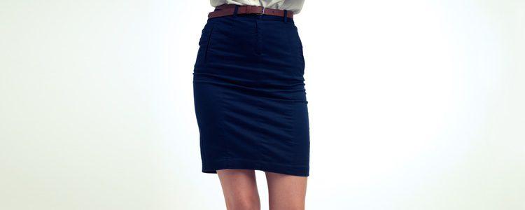 Puedes optar por una falda de tubo para crear tu look