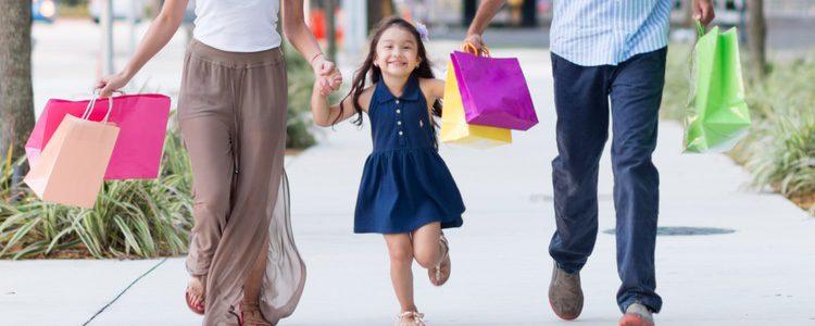 Debes convencer a tu hija para que vaya de compras
