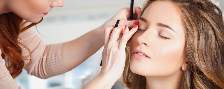El maquillaje no debe ser demasiado llamativo