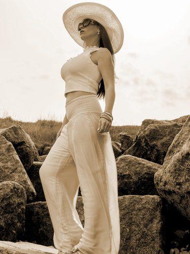 El efecto falda se suele llevar en pantalones palazzo de playa