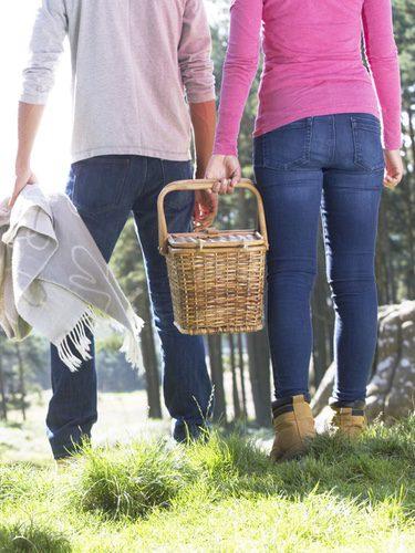 Los jeans son la mejor prenda para ir cómoda a un picnic