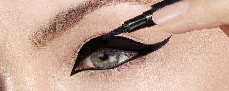 El maquillaje es imprescindible en tu look de noche