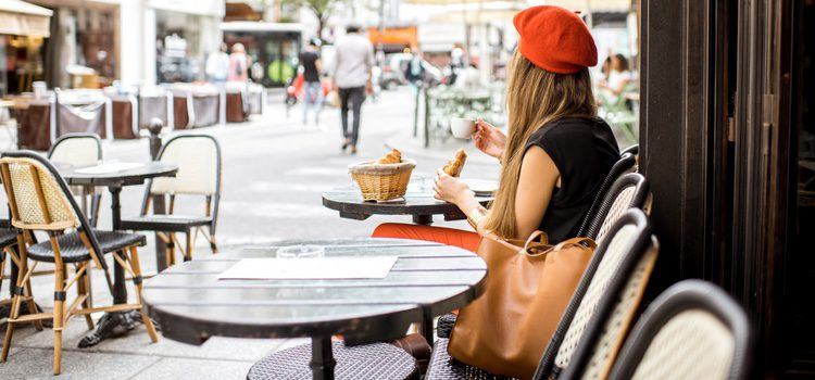La boina siempre da un toque parisino a nuestro look