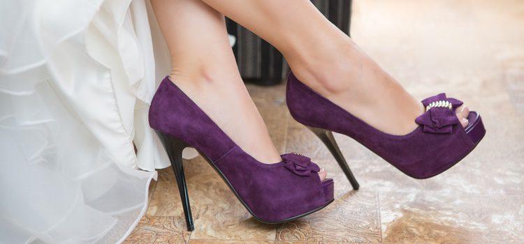 Atrévete a combinar tus prendas con accesorios violetas