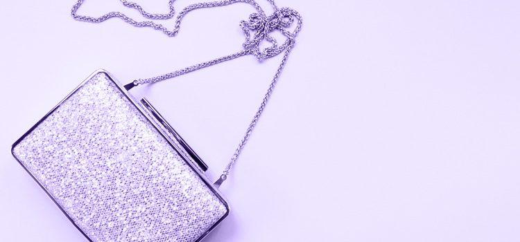 Los bolsos violetas serán tu mejor aliado para acompañar cualquier look