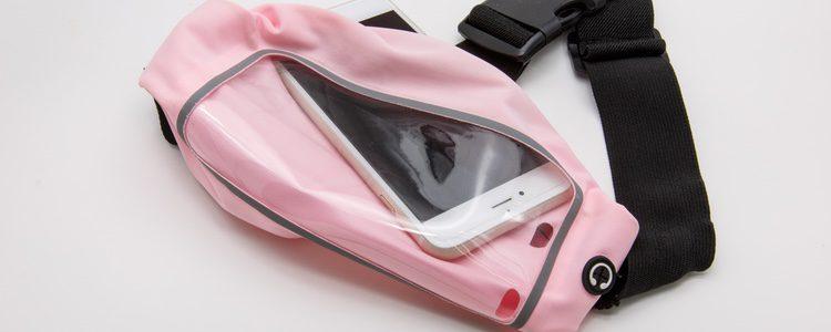 Las cangureras sirven para llevar objetos pequeños como el móviles, monedero o las llaves