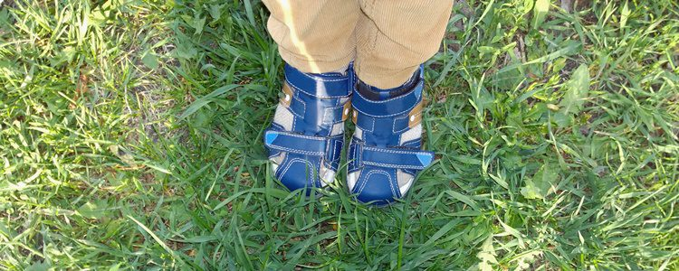 La pana es un tejido muy cómodo para vestir a los niños gracias a su resistencia