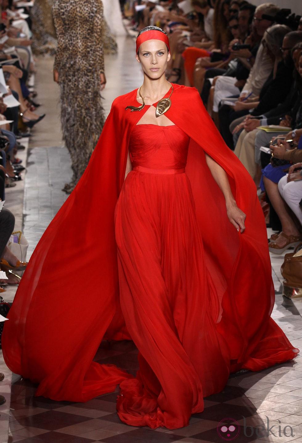 Dise o rojo alta costura de giambattista valli fotos en - Diseno alta costura ...