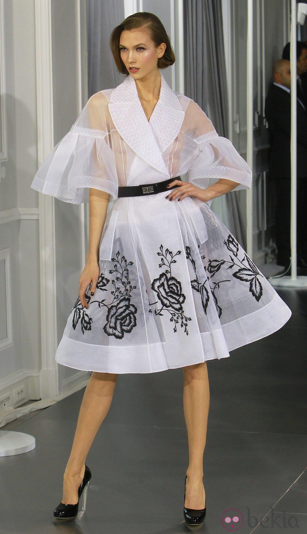 Dise o new look de tul blanco con bordados florales en - Diseno alta costura ...