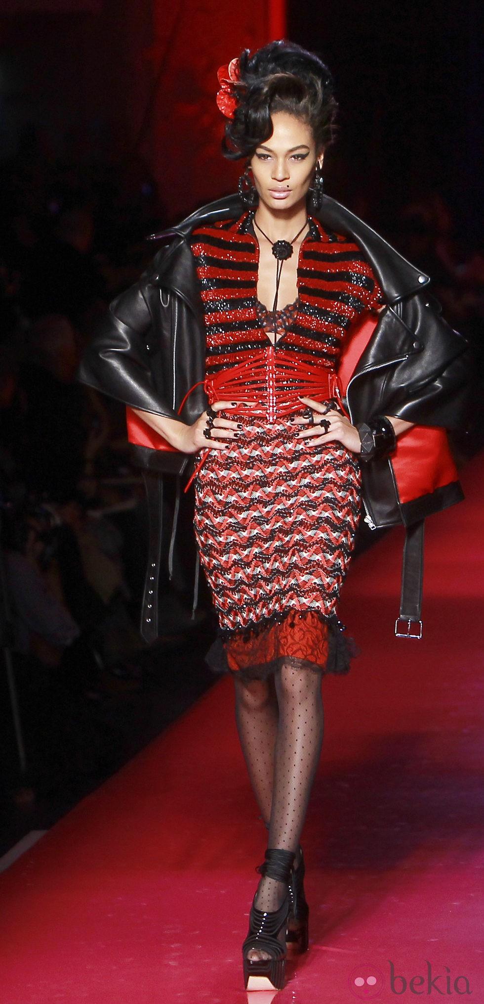 Dise o en rojo y negro de jean paul gaultier alta costura - Diseno alta costura ...