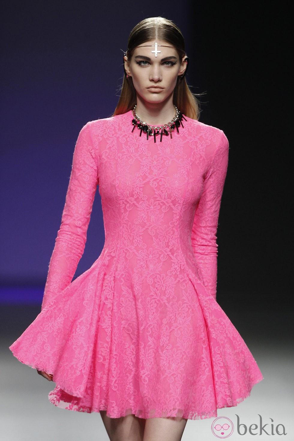 Vestido fucsia de la colección otoño/invierno 2012/2013 de María Escoté