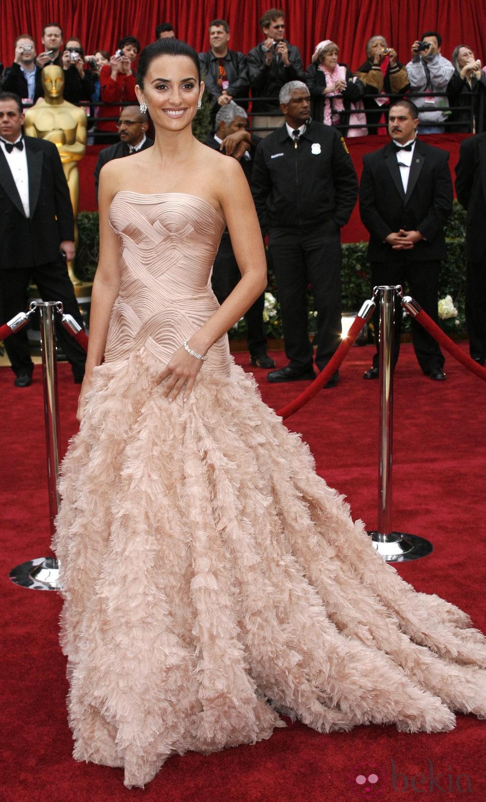 Penélope Cruz con vestido de Versace en la gala de los Oscar del año 2007
