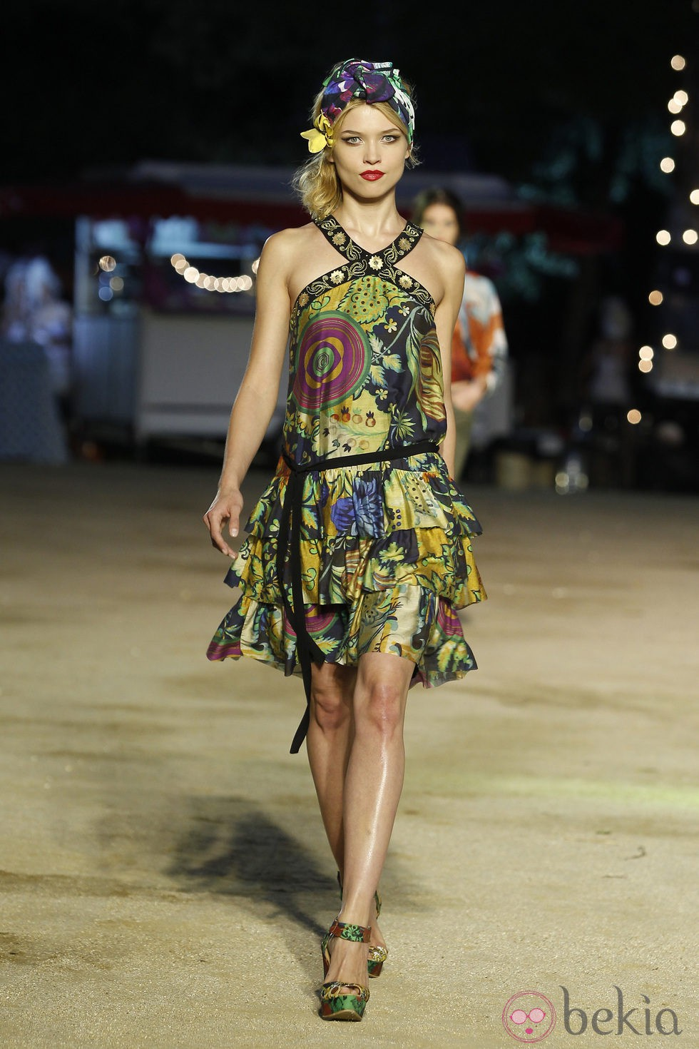 Vestido estampado con escote halter de Desigual en la pasarela 080 de Barcelona primavera/verano 2013