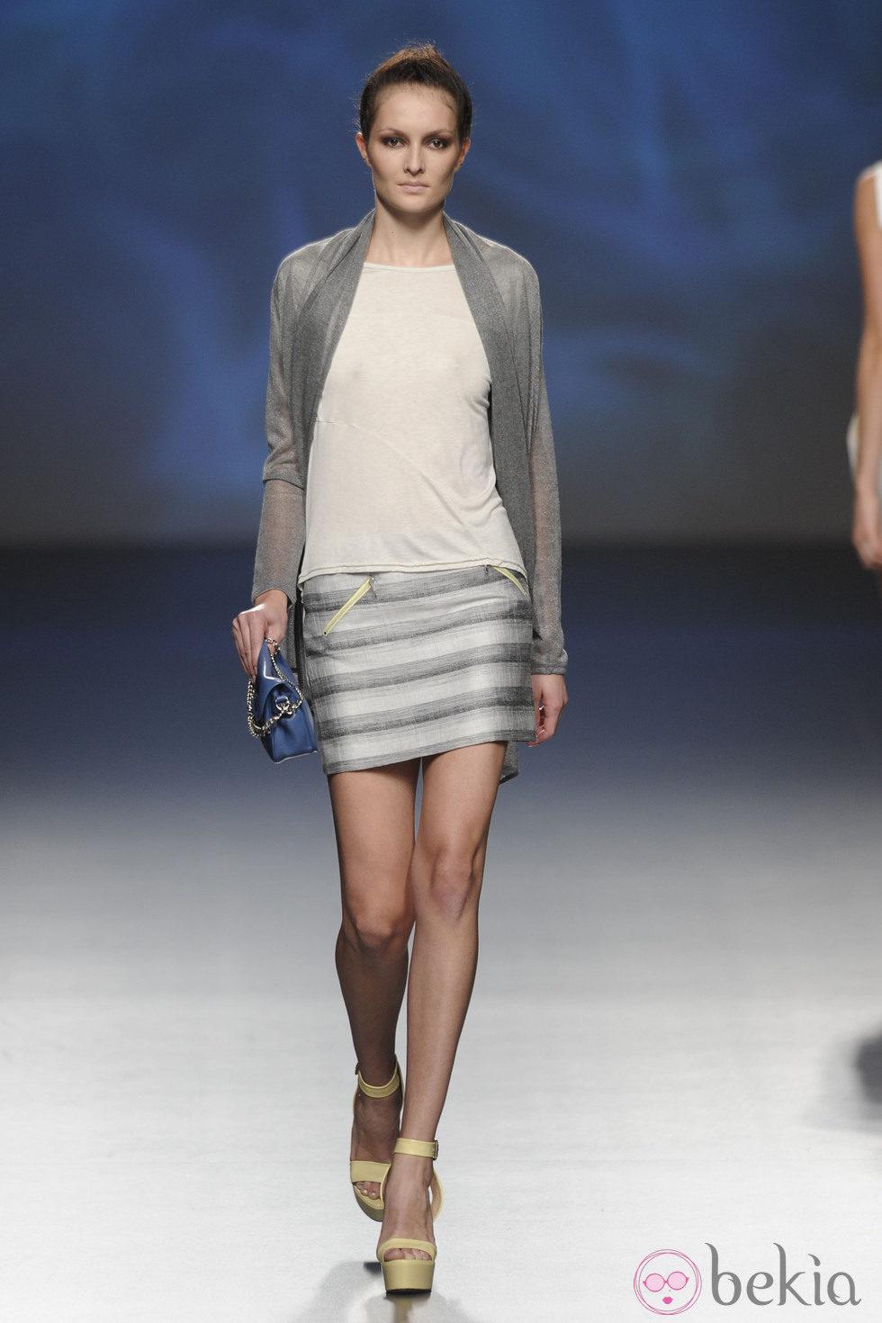 foto chica mini falda gratis: