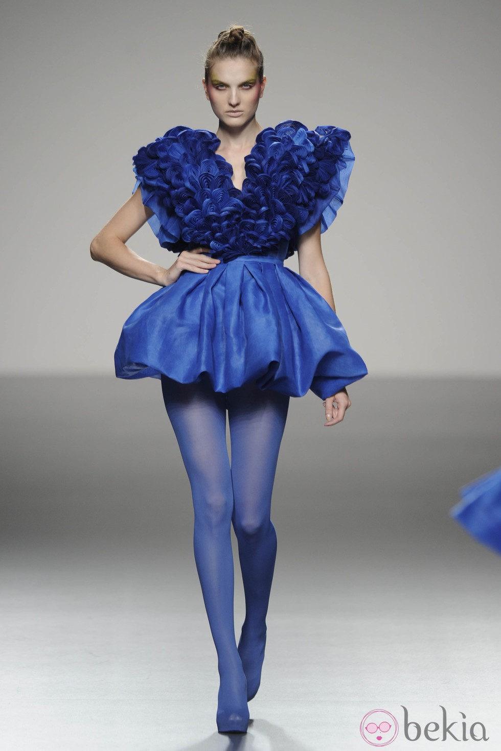 Un vestido azul electrico