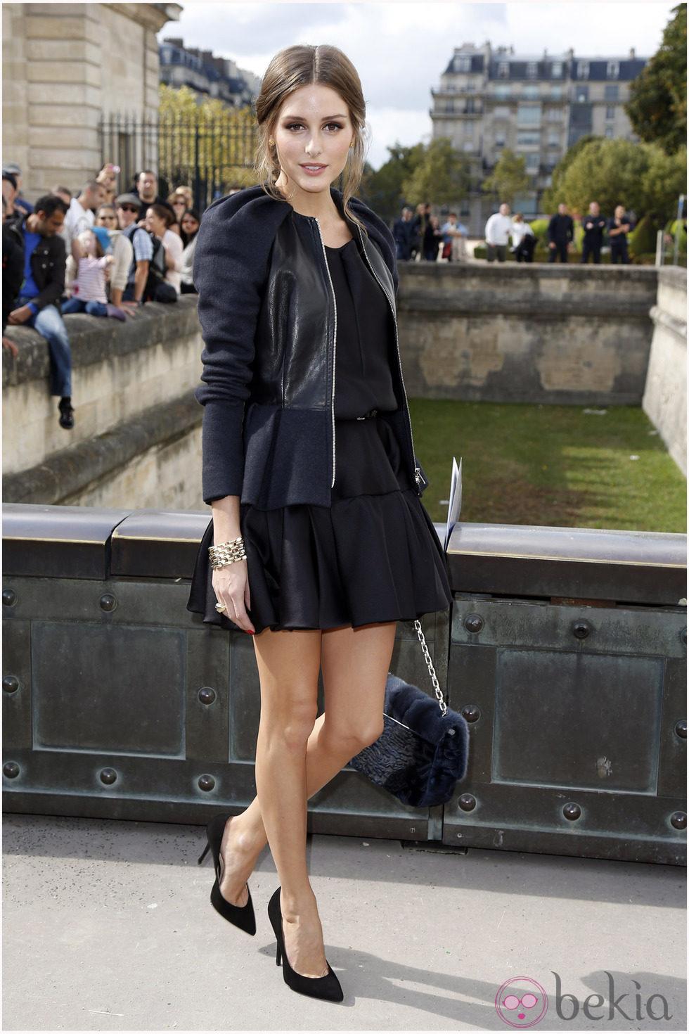 Look vestido negro y chaqueta