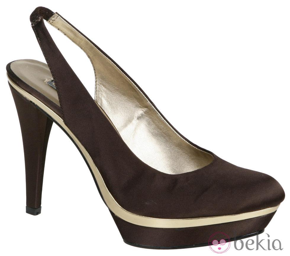 7669_zapatos-de-tacon-con-plataforma-en-tono-chocolate-de-lorena